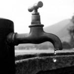 rubinetto acqua goccia