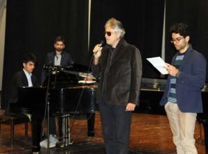premio poesia andrea bocelli accompagnato dai figli matteo sx + amos dx