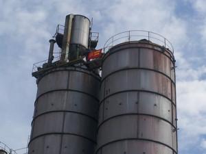 Lavoro: operaio su silos, 'Scenderò solo se Renzi mi aiuta'