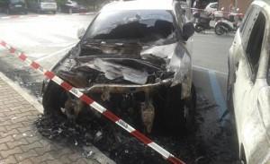 Incendi: a fuoco due auto a Viareggio