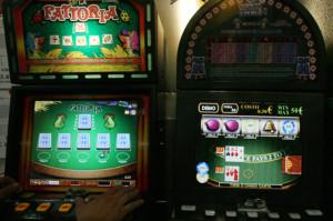 Potenza 20060626. Alcune slot machine (Tony Vece)