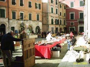 piazza erbe mercatino