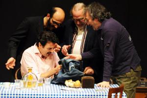 Regia di Enrico Ianniello; nella foto Enrico Ianniello, Giovanni Ludeno, Renato Carpentieri, Tony Laudadio