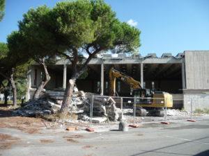 demolizione-palazzetto-sport-a-22-9-16
