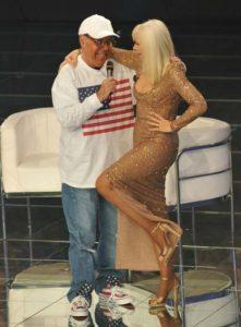 """Gianni Boncompagni  con Raffaella  Carrà  alla trasmissione tv  """"  Carramba che Fortuna  """",  6 gennaio 2009.   CLAUDIO PERI/ ANSA"""