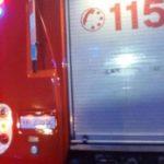 Una immagine diffusa dai Vigili del Fuoco riguardante l'incidente dove due giovani sono morti e altri due sono rimasti feriti dopo che l'auto su cui viaggiavano è finita contro il guardrail, 10 agosto 2016. L'incidente è avvenuto stamani a Portegrandi, sulla strada 'Triestina', la strada che collega Mestre a Jesolo. ANSA / US VIGILI DEL FUOCO +++ANSA PROVIDES ACCESS TO THIS HANDOUT PHOTO TO BE USED SOLELY TO ILLUSTRATE NEWS REPORTING OR COMMENTARY ON THE FACTS OR EVENTS DEPICTED IN THIS IMAGE; NO ARCHIVING; NO LICENSING+++